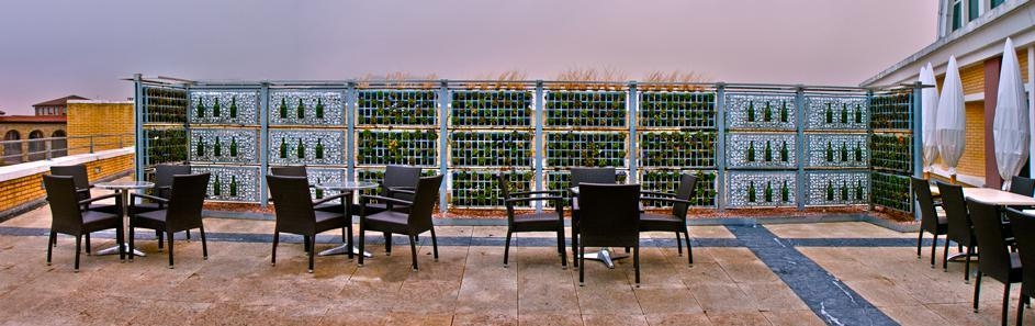 Cerramiento natural parael restaurante de las Bodegas Dinastía Vivanco, en La Rioja.