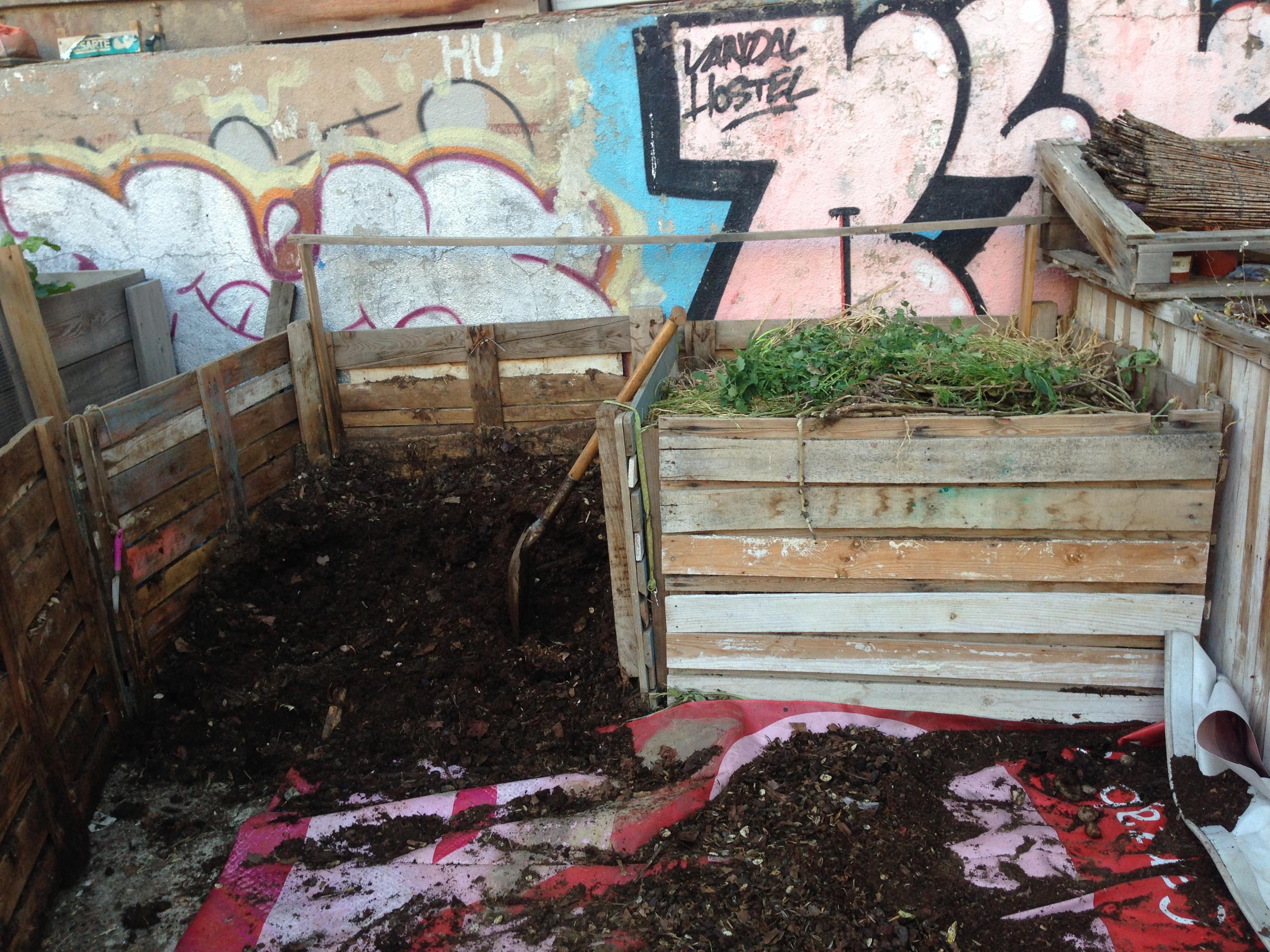 Compostera del Campo de la Cebada, ejemplo de compostaje en cajonera de palés reciclados.