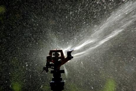 Riego por aspersi n ventajas e inconvenientes en el huerto for Sistema de riego por aspersion para jardin