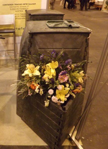 "Compostador de Cepillos Díaz con ""macetero"" ornamental"