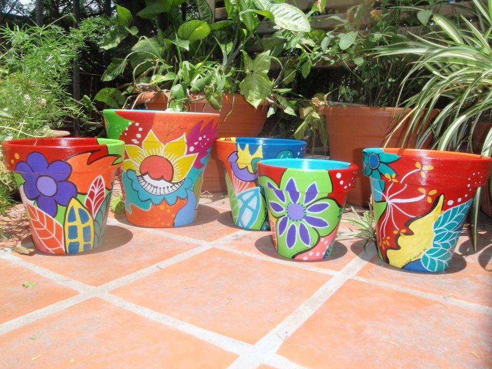 Macetas decoradas y pintadas a mano (Fuente: www.neetguias.org)