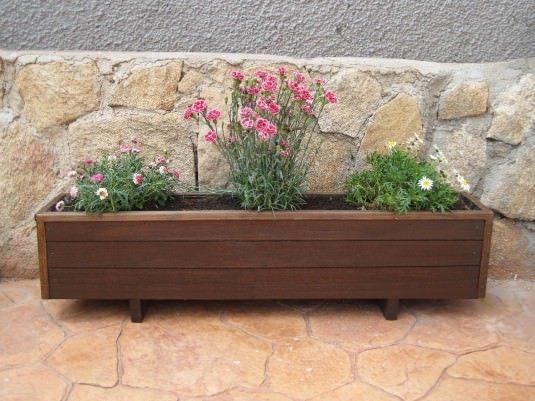Jardinera de madera (Fuente: www.porcuatrocuartos.com)