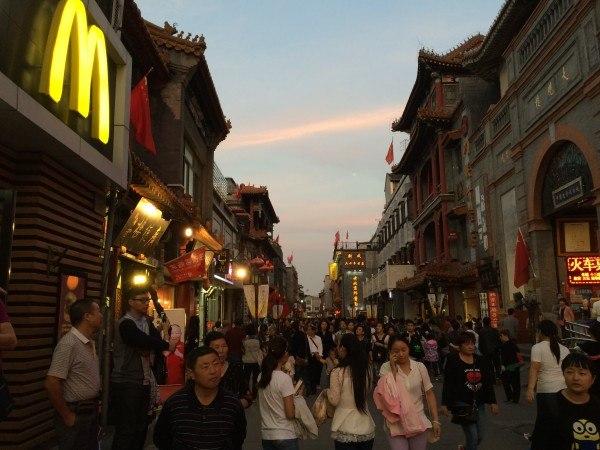 Estas calles tan estrechas pueden llegar a ser un hervidero de gente.
