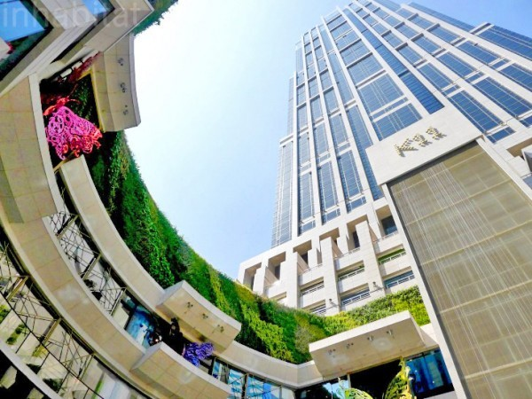 Aquí tenemos el K11. Uno de los edificios más impresionantes de Shanghai. Fuente: http://inhabitat.com