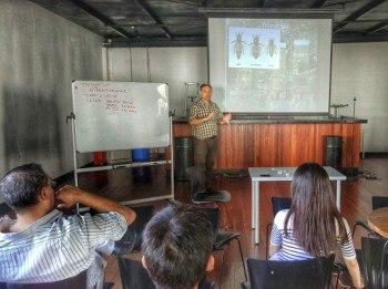 Seminario sobre apicultura en el Anken Skyfarm