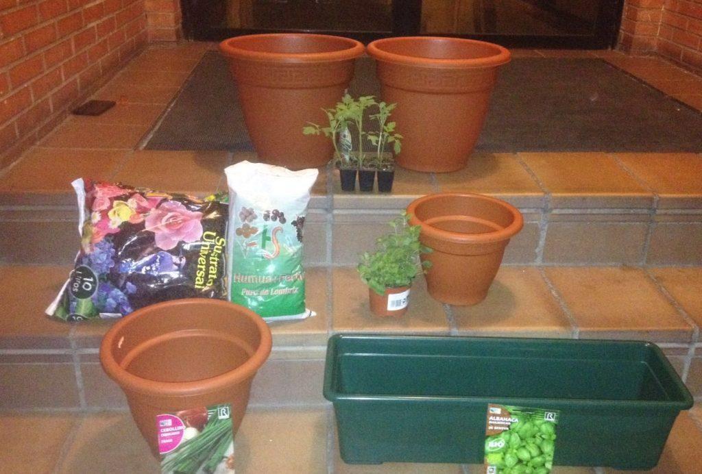 Todos los materiales necesarios para plantar y sembrar plantas aromáticas