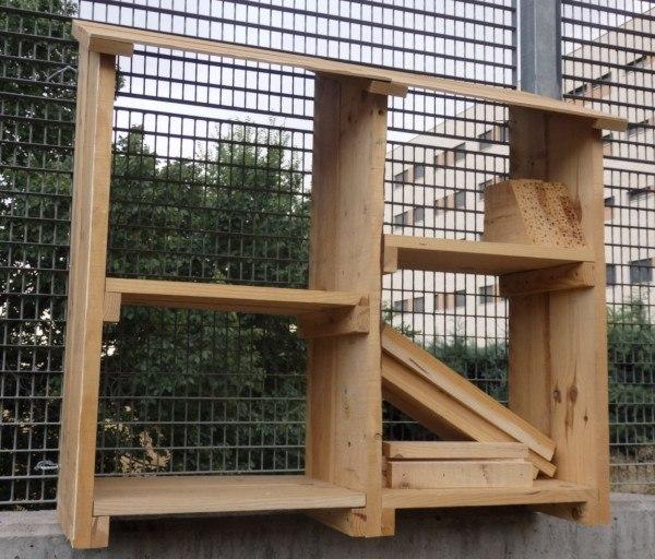 Estructura de madera para criar insectos beneficiosos